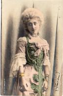 1165. CPA ARTISTES 1900. COMEDIENNE CECILE SOREL. - Artistes