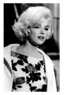 Marilyn Monroe Postcard (1056) - Publisher Pyramid Year 2011 - Size 9x14 Cm. Aprox. - Mujeres Famosas