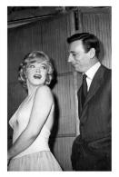 Marilyn Monroe Postcard (1060) - Publisher Pyramid Year 2011 - Size 9x14 Cm. Aprox. - Mujeres Famosas