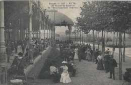 88 - Vittel - Vosges - Les Nouvelles Galeries De L'Etablissement Thermal - Circulé En 1907 - Très Animée - TBE - Vittel Contrexeville