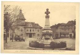 Cpa Lamastre - Hôtel De Ville Et Monument Seignobos ( Autobus, Magasin Casino ) - Lamastre