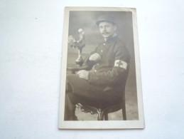 SOLDAT AVEC LE BANDEAU DE LA CROIX ROUGE 1916
