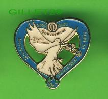 PIN'S - ASSOCIATION CLUB OPTIMISTE - 2000-2001, GOUVERNEUR - COLOMBE - DENIS & CÉLYNE DE BILLY - - Associations