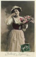 97099 - Fantaisie    Meileurs    Baisers    Jeune Femme   Avec Un Bouquet De Roses - Femmes