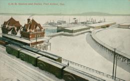 USA PONT ARTHUR / C.N.R Station And Docks / CARTE COULEUR GLACEE - Etats-Unis