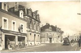 85  FONTENAY  LE  COMTE   RUE  DE  LA  REPUBLIQUE    HOTEL  TERMINUS  ET  LA  GARE - Fontenay Le Comte