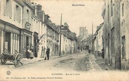 PLOERMEL - Rue De La Gare,Magasin Au Bon Marché J Le Breton. - Ploërmel