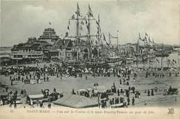 SAINT MALO - Vue Sur Le Casino Et Le Quai Duguay Trouin Un Jour De Fête. - Saint Malo