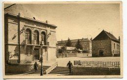 GUERET (23) - Le Théâtre Et La Place Varillas - Guéret