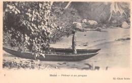 ¤¤  -   7   -  SEYCHELLES   -   MAHE    -   Pêcheur Et Ses Pirogues    -  ¤¤ - Seychelles