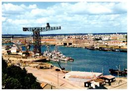 CPSM LORIENT , Vue Sur L'arsenal , Deux Bateaux - Lorient