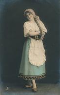 FEMMES - FRAU - LADY - Jolie Carte Fantaisie Portrait Jeune Femme - Edit. RAPHAEL TUCK ET FILS - BROMURE Serie 967 P - Femmes