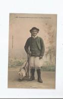 UN ELEVEUR DE MAHALON SE RENDANT A LA FOIRE A PONT CROIX 1268 (HOMME ET COCHON) - Pont-Croix