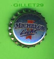 PIN'S - ÉPINGLETTES - BOUCHON DE BIÈRE MICHELOB LIGHT - LUMIÈRE QUI S'ALLUME - - Bière