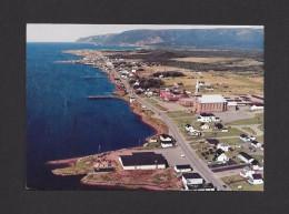 CHETICAMP - CAP BRETON - NOVE SCOTIA - NOUVELLE ÉCOSSE - VUE AÉRIENNE DU VILLAGE ACADIEN - PHOTO WARREN GORDON - Cape Breton