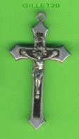 RELIGIONS - CROIX EN MÉTAL - 8  X 4 Cm - 6 GRAMMES - - Religion & Esotérisme