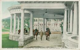 "US WHITE MOUNTAINS / Mounting In The Porte Cochere At ""the Mount Washington"" Bretton Woods / CARTE COULEUR - White Mountains"