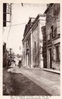 LAUZERTE  -  La Rue De La Poste Et L' Eglise Saint Barthélemy - Lauzerte