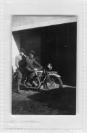 """05390 """"MOTOCICLETTA NON IDENTIFICATA ANNI '30 - UNIDENTIFIED BIKE YEARS '30"""" ANIMATA. FOTOGRAFIA ORIGINALE - Moto"""