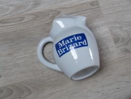 """PICHET FAIENCE """"MARIE BRIZARD  """" EXCELLENT ETAT (h.15cm) - Vaisselle, Verres & Couverts"""