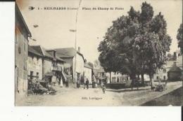 Meilhards  19   La Place Du Champ De Foire Bien Animée Et Café - Sonstige Gemeinden