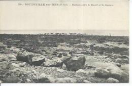 32 - SOTTEVILLE-SUR-MER - ROCHERS ENTRE LE MESNIL ET LA DESCENTE - France