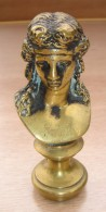 Cachet Buste De Femme En Bronze Fin XIX Siècle Initiales M.C. Poids 189 Grs - Lgs 7,5 Cm - Bon état. - Other Collections