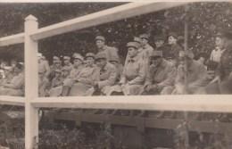 MILITARIA - CARTE PHOTO - Groupe De Soldats - N° 18 (Képi Du Soldat à La Cigarette) - Postkaarten