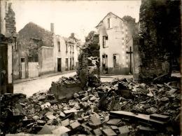 Images D´Oradour Sur Glane Quelques Jours Après Le Départ Des SS Allemands - Photo Originale - 24 (L)X18 (H) - Lot 15696 - Guerre, Militaire
