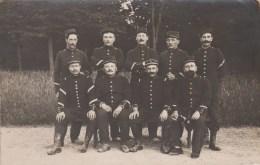 MILITARIA - CARTE PHOTO - Groupe De Soldats - N° 95 Sur Képi Et Col - Postkaarten