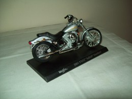"Harley Davidson (2001 FXST Softail Standard)  ""Maisto""  Scala 1/18 - Moto"