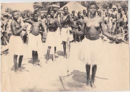 26986g  CONGO BELGE - RUANDA-URUNDI - ETHNOGRAPHIQUE - GROUPE DE DANSE - JEUNES FILLES - 26.8x19c - Seins Nus - Afrique
