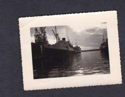 Photo Originale Bateau Paquebot Djebel Dira  De La Compagnie De Navigation Mixte Dans Un Port à Situer - Boats