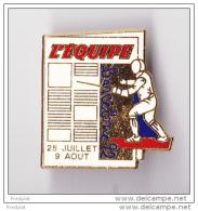 PIN´S ESCRIME   JEUX OLYMPIQUES BARCELONE 1992  SPONSORISE PAR L´EQUIPE PEU COURANT - Fencing