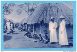 CONGO-Un Village Congolais- Gros De Missionnaires Et Population  Animé-années 20 - Französisch-Kongo - Sonstige
