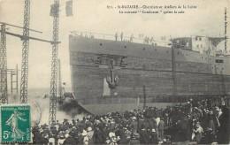 """SAINT NAZAIRE - Chantiers Et Ateliers De La Loire,le Cuirassé """"Condocet"""" Quitte La Cale. - Guerre"""