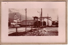 ALPES  OU PYRENEES - CARTE PHOTO A LOCALISER - GARE AVEC TRAIN - France
