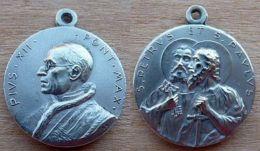 Mada-938 Médaille Ancienne Puis XII ;Au Dos St Paulus Et Petrus - Godsdienst & Esoterisme