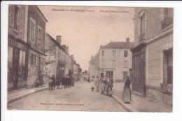 CPA -BEAUNE-LA-ROLANDE - Rue Du Général Crouzat - Très Animée - Beaune-la-Rolande