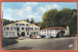 Carte Postale 32. Barbotan-les-thermes Hotels La Roseraie Et Home Fleuri  DS Citroën Renault    Trés Beau Plan - Barbotan