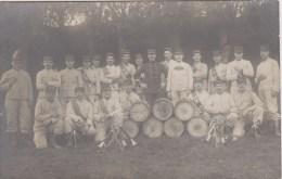 CARTE PHOTO NON SITUEE - GROUPE De Militaires - Fanfare - Classe 1895 à Gauche, Classe 1907 à Droite - Postkaarten