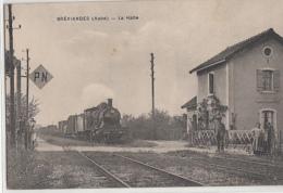 BREVIANDES    LA HALTE. TRAIN EN GROS PLAN - France