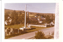 """""""DEPART DES HIRONDELLES""""  LA CABANASSE Hirondelles Sur Les Cables électriques   P.O.  1965   DS - Lieux"""