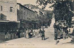 83 - HYERES - Var - La Place De Massillon - Arrivée De La Diligence De La Londe - Hyeres