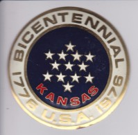 KANSAS -BICENTENARIAL USA - CHAPA METALICA ESMALTADA DE COCHE - AÑ0 1950/60 - DIAMETRO 7,5 CMS - Automóviles
