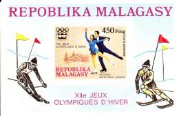 Madagascar MNH Scott #C151 Souvenir Sheet 450fr Pairs Figure Skating - 1976 Winter Olympics Innsbruck - Madagascar (1960-...)