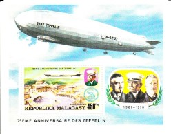 Madagascar MNH Scott #C160 Souvenir Sheet 450fr Zeppelin, St. Peter's Cathedral, Rome - 75th Anniversary Zeppelin - Madagascar (1960-...)