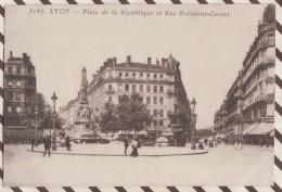 6AI2365 LYON PLACE DE LA REPUBLIQUE ET RUE PRESIDENT CARNOT  2 SCANS - Autres