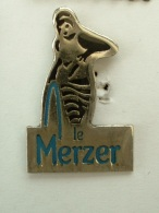 PIN´S FEMME - LE MERZER - Pin-ups