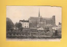 * CPA..dépt 80..AMIENS  : Le Marché Sur L'eau , La Place Parmentier Et La Cathédrale..n°10  :  Voir Les 2 Scans - Amiens